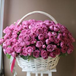 корзина с пионовидными, кустовыми розами