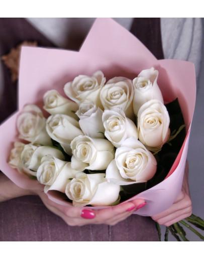 15 роз в стильной упаковке