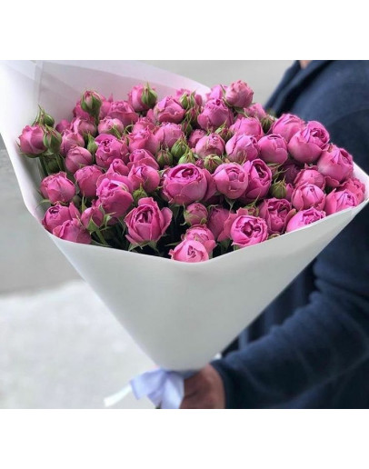 букет с пионовидной кустовой розой