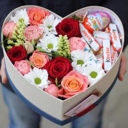 серце с цветами и киндерами