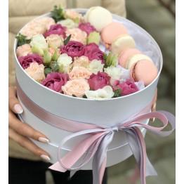 Коробка с нежной кустовой розой