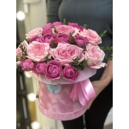 шикарные пионовдные розы в коробке