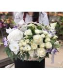 Белоснежная корзина цветов