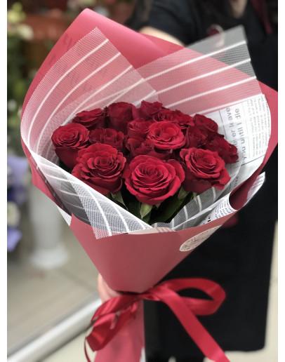 15 роз в красивой упаковке