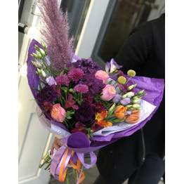 букет с тюльпанами и пионовидными розами