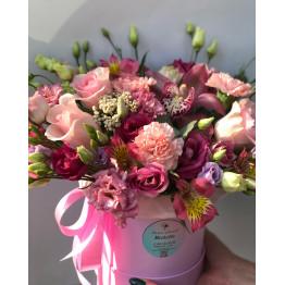 сборная, нежная коробка с розами