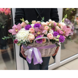 корзина нежных цветов