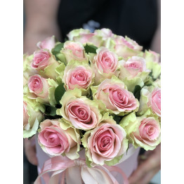 Коробка нежных роз