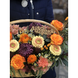 Яркая, цветочная корзина