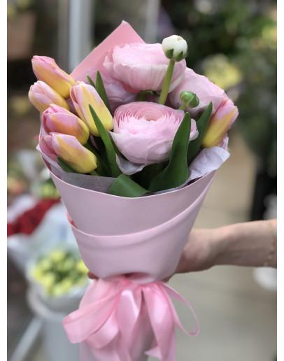 милый букетик с тюльпанами и лютиками