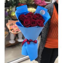 9 роз в стильной упаковке