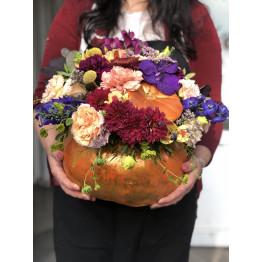 Осенняя композиция в настоящей тыкве