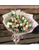 Пионовидные тюльпаны и эустома