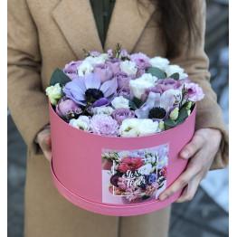 Коробка сборная с анемонами и розами