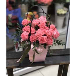 кустовые розы в сумочке