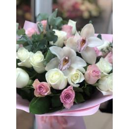 Розы и орхидеи