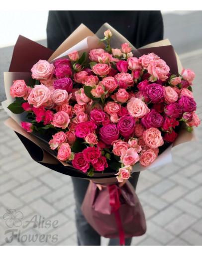 красивый букет из кустовой розы