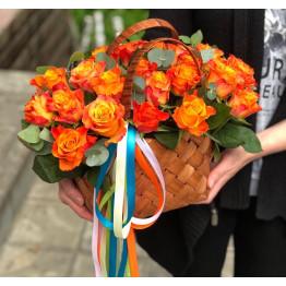 21 роза в корзине